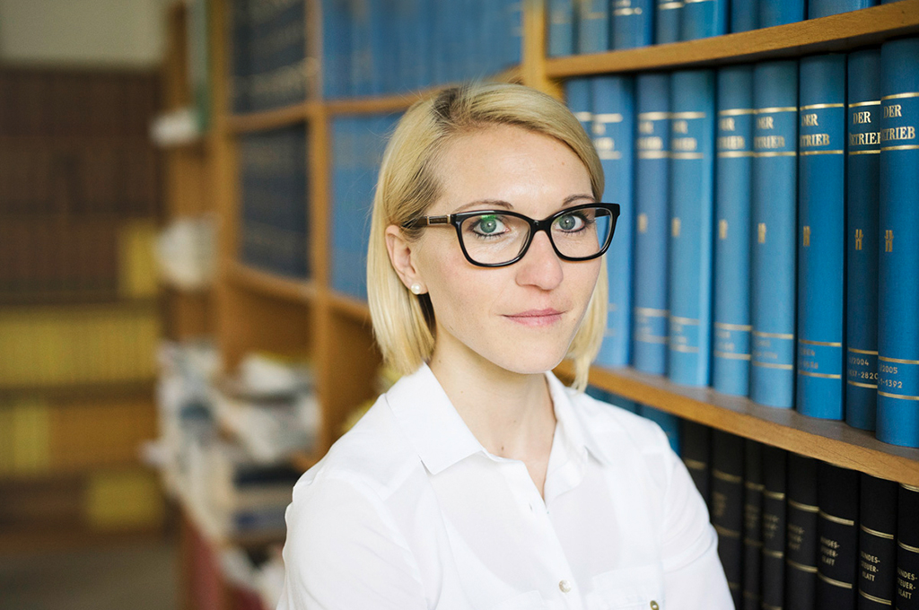rechtsanwaeltin_julia-becker_kanzlei_lutz
